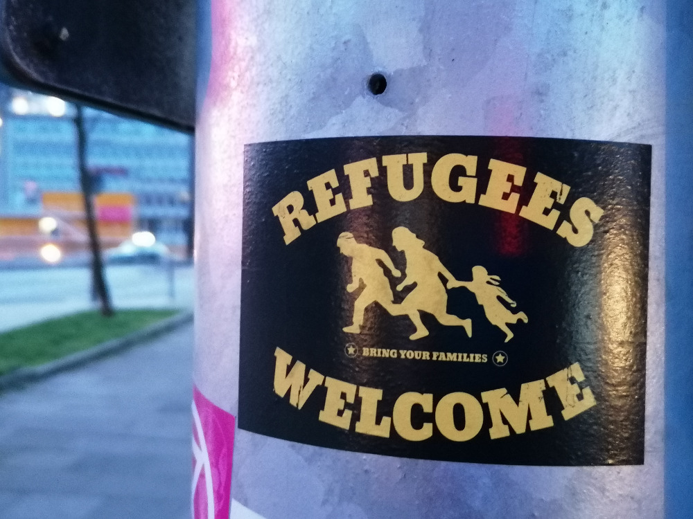Uprchlíci vítejte! Přiveďte své rodiny.