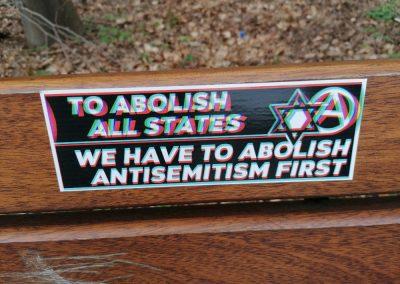 Abychom zrušili všechny státy, musíme nejprve odstranit antisemitismus. (Levice zde otevřeně přiznává, že chce zrušit národní státy.)